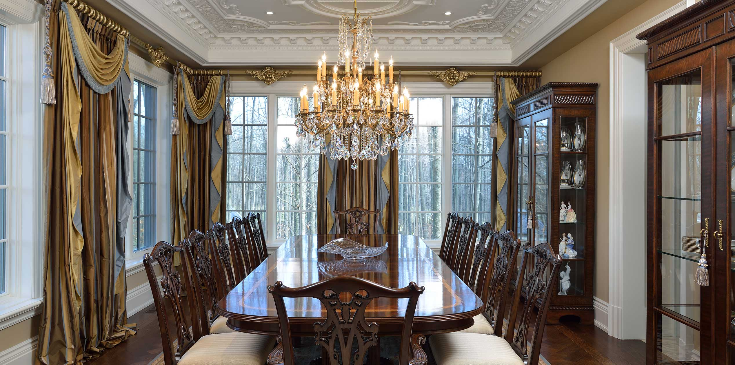 c Traditional Dining room