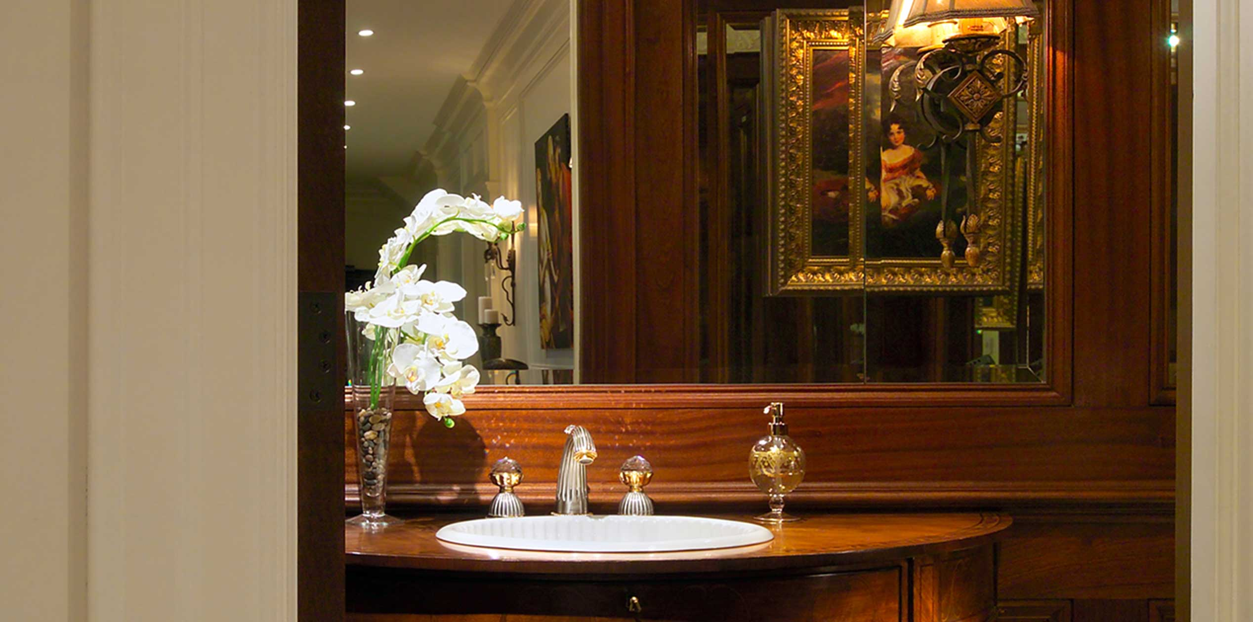 c Traditional Powder room